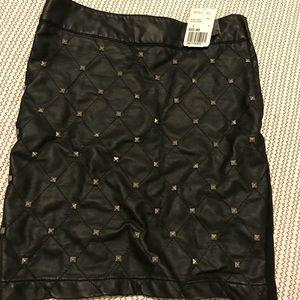 Stud black leather design pencil skirt!