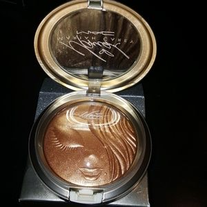 MAC  limited edition Mariah Carey highlighter