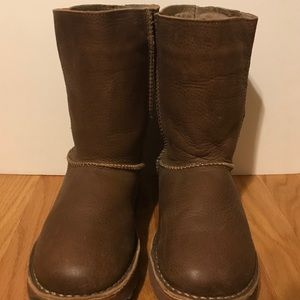 Leather EMU boots