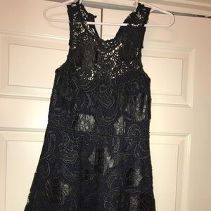 Formal short dress with black stitching