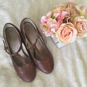 ModCloth type of shoes... Adorable winter wedges