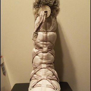 Timberland snow boots brand new never worn.