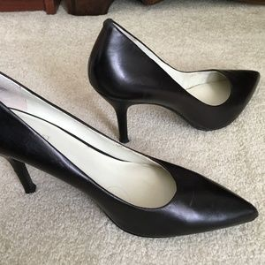 9-1/2 Nine West Pointy Toe Pumps Black Leather