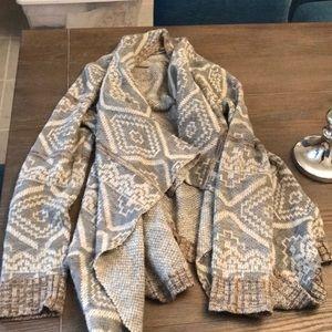 Blu Pepper Gray flowy knit sweater