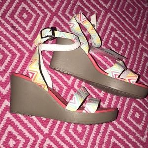 CROC LEIGH GRAPHIC WEDGE