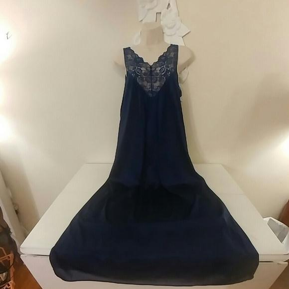 67bf1b9794d Vintage Vassarette navy blue negligee nightgown. M 5a2f20c52fd0b76039008e0f