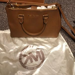 MK Sutton luggage medium shoulder bag