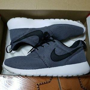 Nike   Grey Roshe One   Size: 4