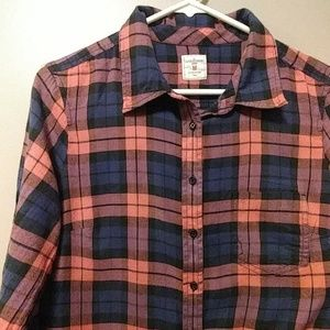 Plaid Gap fitted boyfriend button down