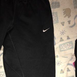 Nike Capri therma fit black