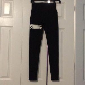 Alo white stripe & black leggings sz xs 56325