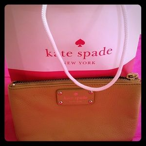 Kate spade leather wristlet (authentic)
