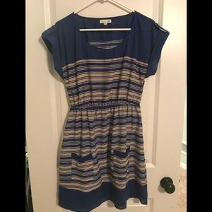 Women's dress with pockets and cap sleeves