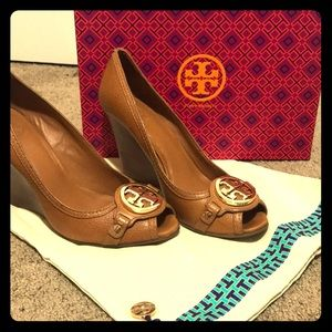 Tory Burch wedge heel pump tan 9.5 women leather