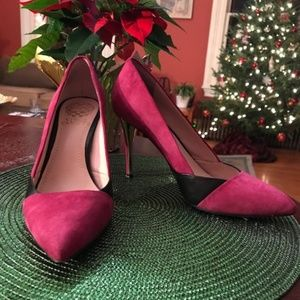 Vince Camuto pink suede and black leather pumps
