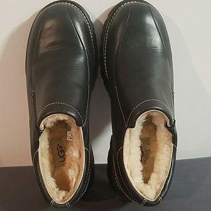 UGG Black Leather Slip On Loafers Size 8 #5456