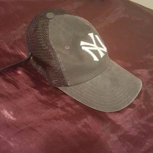 distressed new york yankee trucker hat