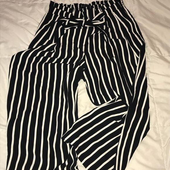 d12a9d09 Women's Zara striped pants. M_5a2f3b35c6c7951a0e0116a1