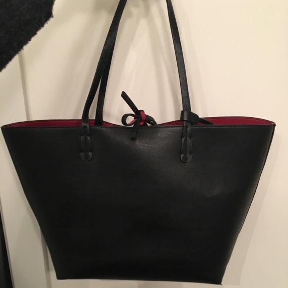 5e0ec9765215 Zara Reversible Tote Black Red. M 5a2f3b849c6fcfa96401278b