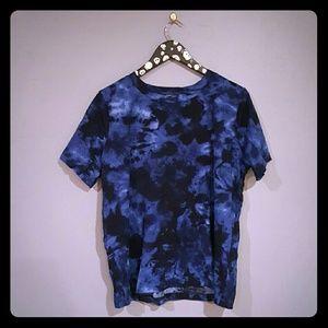Dark blues tie dyed short-sleeved top