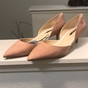 Zara pink faux suede kitten heel shoes. NWT.