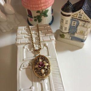 1928 Locket Necklace ✨🌺✨