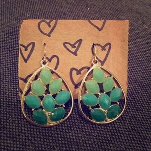 Francesca's Leaf Teardrop Earrings - Gold