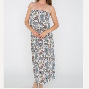 Dresses & Skirts - White paisley strapless maxi dress 💖