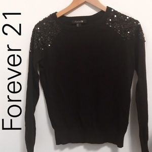 ❄️Forever 21 Black scoop neck sweater w/ sequin -S