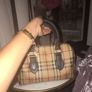 A must have burberry purse for everyday use
