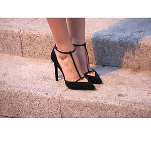 Zara black low cut t-bar court heels. EU 39.