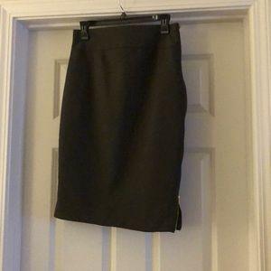 Side zipper pencil skirt