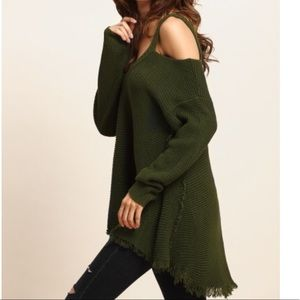 Tops - CUTE ARMY GREEN KNITTED TEE
