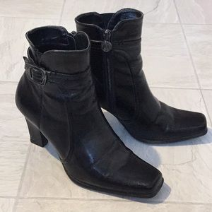 Etienne Aigner black booties