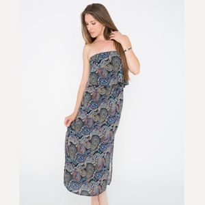 Dresses & Skirts - Navy paisley long dress 💘