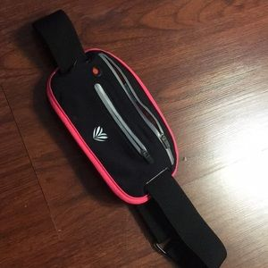 Fitness workout fanny belt. Pink and black.