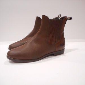 Ugg Australia Women's Short Boot size 5