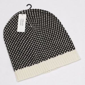NWT Banana Republic Black and Cream Slouch Hat