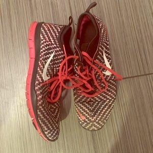 Women's size 9 Nike run 5.0 sneakers limited ed.