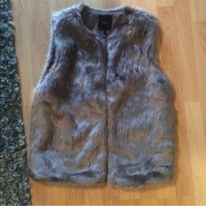 Forever 21 Gray Faux Fur Vest (Sze S)