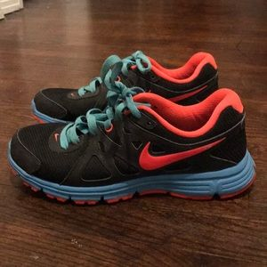 Women Nike Sneakers size 7 Like New !!