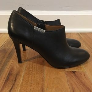Like new Seneca Coach Booties Size 9