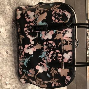 Adorable Kenneth Cole Purse