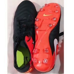Black and Red Nike Tiempo soccer cleats Brand New