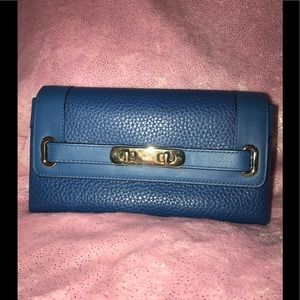 COACH Pebbled Swagger Wallet 💙