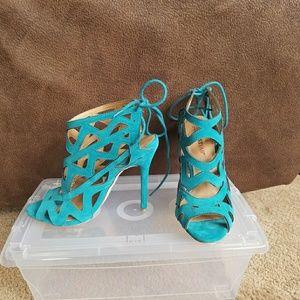Beautiful teal heels size 6