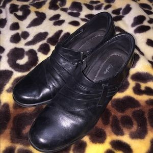"""Clark's black leather shoes with 1.5"""" heel sz 7.5"""