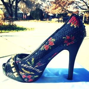 Edgy Rose Printed Sequin Studded Iron Fist Pump