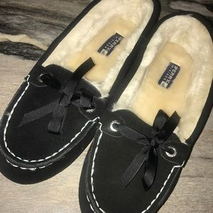 Sperry black suede loafers with faux fur lining.