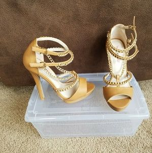 Beautiful tan and gold chain heel sandals size 6